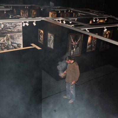 S V Mitchell preparing to open a show  © S V Mitchell